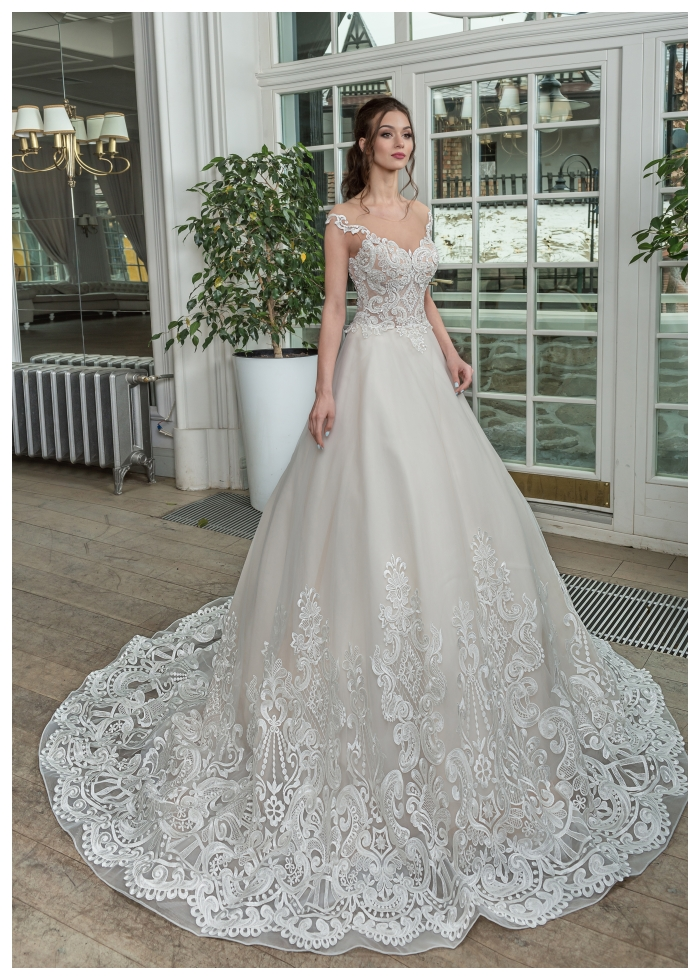 VALENCIA bardzo wytworna suknia ślubna spódnica z wąską linią bioder w salonie bez koronki na dole co dodaje lekkości